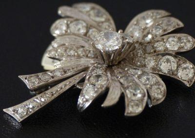 Brosche mit Diamanten - aufwendige Handarbeit